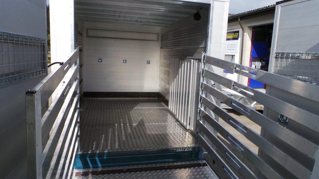 Lieferwagen-Aufbau: Viehaufbau
